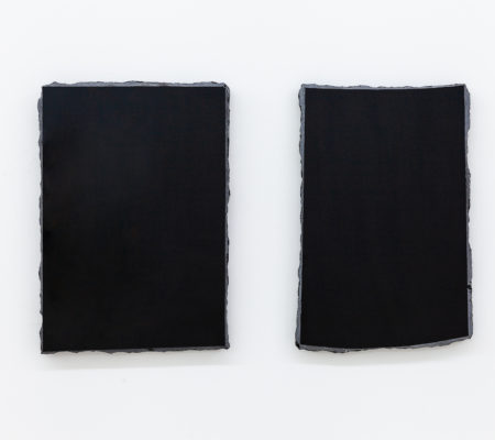 """Rometti Costales, """"unknown – January 20"""", 2018, diptyque en obsidienne, 24 x 36 cm chaque"""