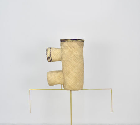 "Seulgi Lee, "" W / Limp like a telephone, W / Ndanga chica telefono"", 2017, palm heart, brass, 51 x 43 x 23 cm - pedestral 50 x 90 cm"
