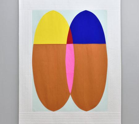 """Seulgi Lee, """"U : Même la sandale en paille trouve sa paire. = Une âme soeur existe pour chacun. U : 짚신도 짝이 있다. Jip-sin-do Jjag-i It-da."""", 2017, soie coréenne en Nubi et coton, 195 x 155 x 1 cm"""