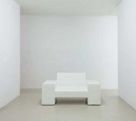 """Atelier Van Lieshout, """"Carl (Le Brutalist #6)"""", 2015, fibre de verre, 75 x 140 x 70 cm"""