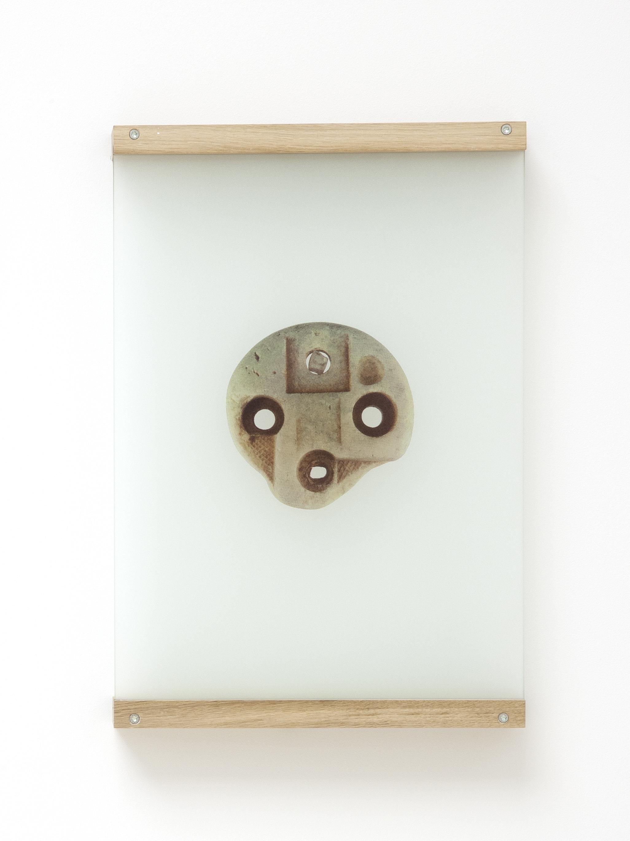 Anne-Charlotte Finel, Sableur, 2019, sérigraphie sur verre sablé (quadrichromie), 55,3 x 40 x 0,6 cm