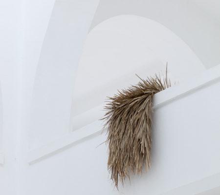 """Rometti Costales, """"Capa de lluvia"""", 2015, feuilles de palmier tissées"""