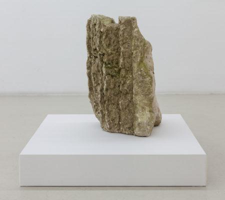 """Rometti Costales, """"Forme à astéries"""", 2016, calcaire, 52 x 40 x 38 cm"""