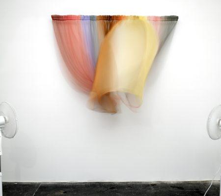 """Florence Doléac, """"Ventilator"""", 2007, mousseline de soie, 2 ventilateurs, tringle - galerie Jousse Entreprise"""