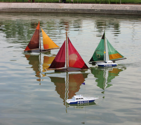 "Martin Le Chevallier, ""Ocean Shield"", 2009, intervention in situ, jardin des Tuileries - galerie Jousse Entreprise"